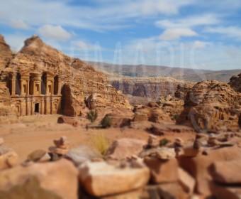 Das Kloster Ed-Deir liegt auf einem Berg. Rund 800 Stufen sind bis dahin zu bewältigen. Foto: cku