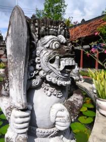 Am Buddhistischen Tempel. Foto: cku
