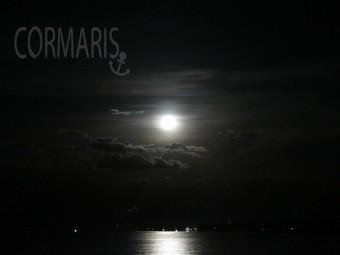 Magic Bali nights: Mond wie aus dem Vampirfilm. Foto: cku