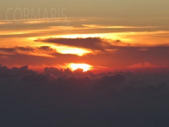 Auge in Auge mit der aufgehenden Sonne: Der höchste Punkt des Vulkans misst 1.717 Meter. Foto: cku