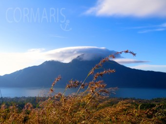 Blick beim Abstieg zum Nachbarvulkan. Foto: cku