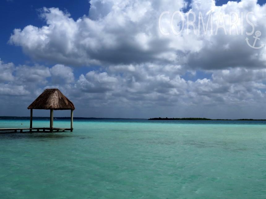 Spielt die Malediven nach, ist aber die Laguna Bacalar in Mexiko. Mit Süßwasser. Foto: cku