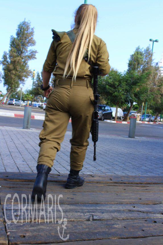 Frauen müssen zwei Jahre zum Militär, Männer drei. Foto: cku